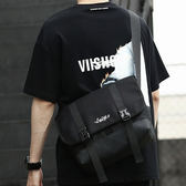 2019男潮牌街頭潮流斜挎包    嘻哈郵差包ins簡約單肩背包    個性大容量酷時尚書包