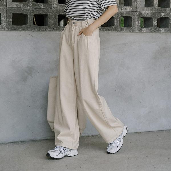 Queen Shop【04101524】腰部釦環造型直筒長褲 兩色售 S/M/L*現+預*