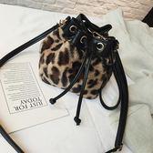 冬季新款 毛毛豹紋水桶包 抽帶簡約單肩女包
