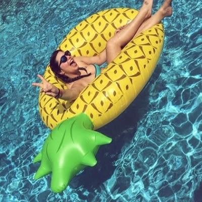 游泳圈 成人-獨特創意可愛鳳梨水上活動坐騎浮板2款73ez3[時尚巴黎]