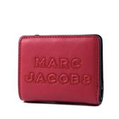 美國正品 MARC JACOBS 浮雕LOGO牛皮釦式短夾-櫻桃紅【現貨】