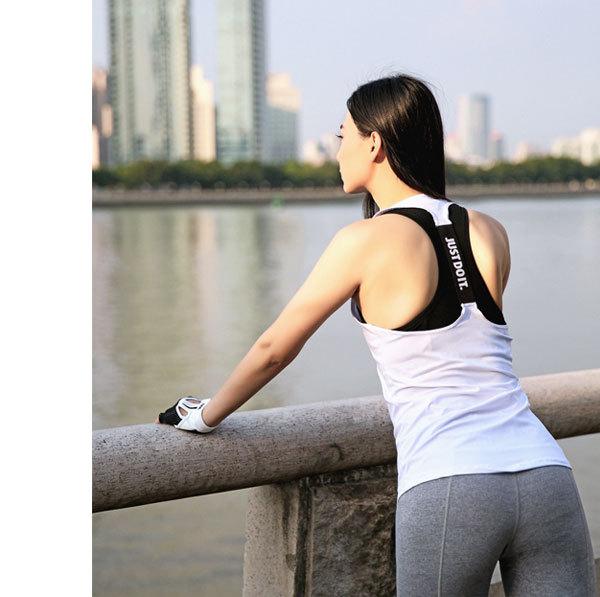 限量促銷款~現貨~健身跑步瑜伽運動女生上衣 字母背心彈力速乾吸汗小罩衫顯瘦T恤~高品質~ 白色