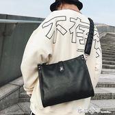 潮流新款 韓版男包 單肩包 男士皮包斜挎包商務 休閒信封包公文包 西城故事