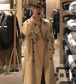 秋季風衣外套男款中長版過膝英倫風寬鬆卡其色大衣外套【左岸男裝】