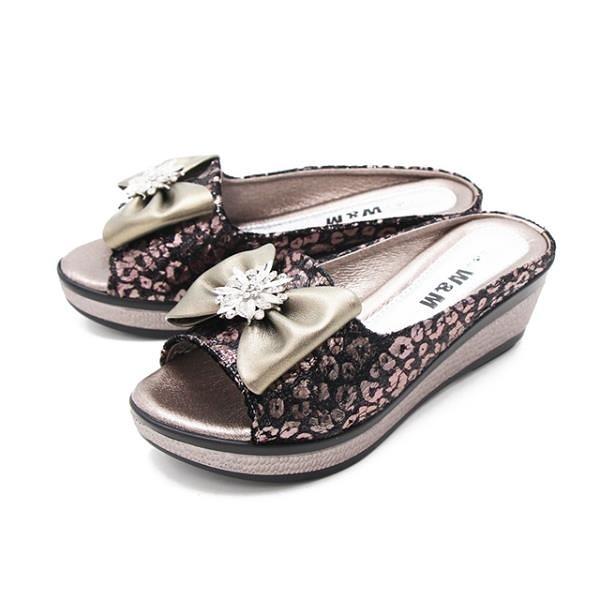 【南紡購物中心】W&M (女) 魚口鑽花楔型厚底彈力涼拖鞋 女鞋 -古銅色(另有黑)