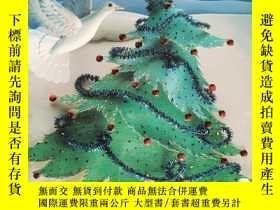 二手書博民逛書店平裝大開本The罕見Little Crooked Christmas TreeY264589 Michael
