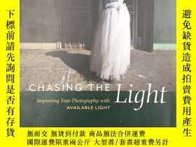 二手書博民逛書店Chasing罕見the Light: Improving Yo