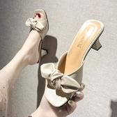 拖鞋女外穿時尚百搭中跟涼拖鞋女2020新款蝴蝶結粗跟一字拖鞋 KV7222 【歐爸生活館】