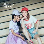 Queen Shop【01037327】滾邊美式草寫英文圓領T 三色售*預購*