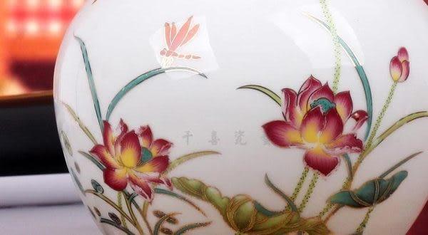 天球荷花 粉彩花瓶