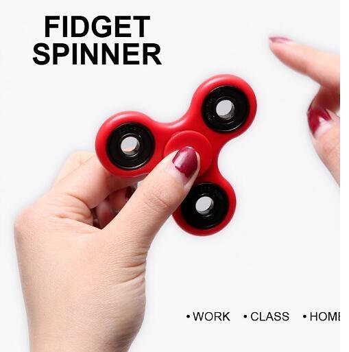【葉子小舖】手指減壓三角陀螺/美國fidget spinner/指尖陀螺/手指陀螺/減壓神器/魔幻減壓