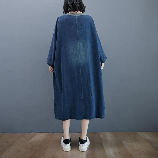 牛仔洋裝 秋季大碼個性大口袋V領牛仔連身裙女2020年新款寬鬆胖mm過膝長裙 艾維朵