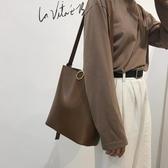 斜背包大包包女復古時尚水桶包休閒百搭大容量側背斜背包 雙12