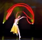 舞蹈跳舞紅棒紅綢帶