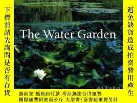 二手書博民逛書店The罕見Water Garden: Styles, Desig