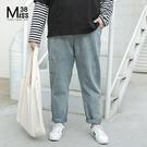 Miss38-(現貨)【A10726】大尺碼牛仔長褲 水洗淺藍 寬鬆休閒 鬆緊腰 BF風直筒男友褲 老爹褲-中大尺碼