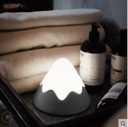 特惠 MUID雪山燈矽膠LED小夜燈插電節能臥室伴睡拍拍床頭燈(不送光源)