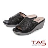 TAS 鏤空雕花厚底楔型涼拖鞋-百搭黑