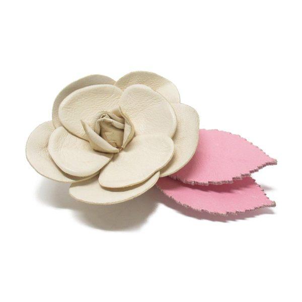 CHANEL 香奈兒 米黃色皮革山茶花粉色葉子造型胸花別針 Camellia Brooch 【BRAND OFF】