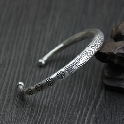 純銀手環(泰銀)-小魚雕花生日情人節禮物女手鐲73gg76[時尚巴黎]