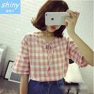【V0871】shiny藍格子-日尚品味‧百搭格子圓領綁帶寬鬆娃娃衫