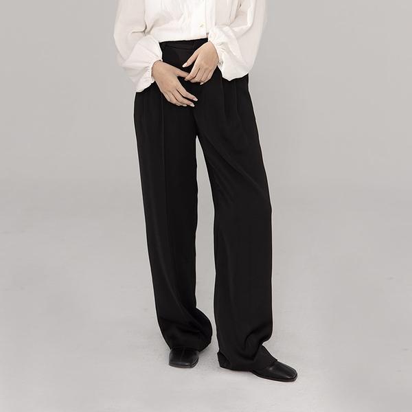 Queen Shop【04030295】光澤質感打褶設計寬褲 兩色售 S/M/L*現+預*
