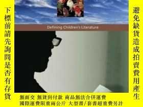 二手書博民逛書店The罕見Hidden Adult: Defining Children s LiteratureY25556