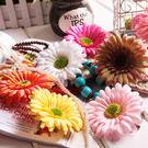 仿真非洲菊頭花髮夾花朵頭飾 (顏色隨機)