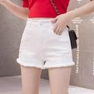 彈力牛仔短褲女夏2019新款外穿白色破洞熱褲毛邊中腰修身學生『艾麗花園』
