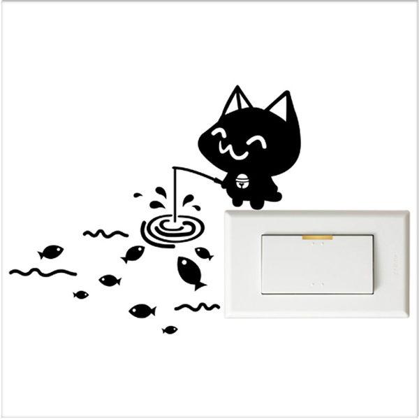 【開關小壁貼】貓釣魚 # 壁貼 防水貼紙 汽機車貼紙 9.9cm x 9.9cm