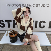 VK精品服飾 韓國慵懶風氣質設計感棋盤格毛衣針織單品外套