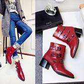 {丁果時尚}大尺碼女鞋34-46►2018歐美龐克風亮麗百搭扣帶環中跟短靴機車靴馬靴子*3色