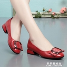 春夏季新款平底單鞋女真皮淺口粗跟軟底紅色小皮鞋大碼 果果輕時尚