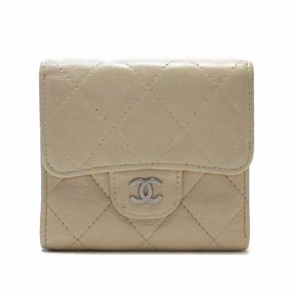 CHANEL 香奈兒 米色羊皮三折釦式短夾 Classic Small Flap Wallet【BRAND OFF】