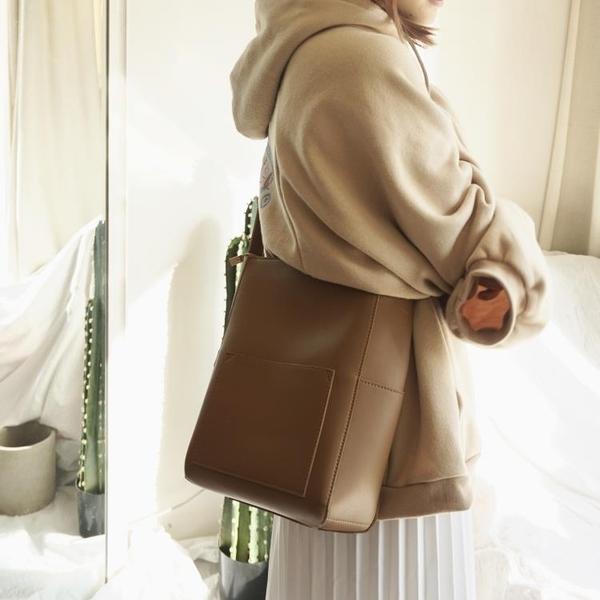 側背包ins百搭簡約款大包包單肩斜背女包包休閒包水桶大包 琉璃美衣