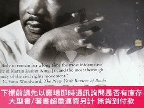 二手書博民逛書店英文原版:Bearing罕見the Cross Martin Luther King, Jr.,and the