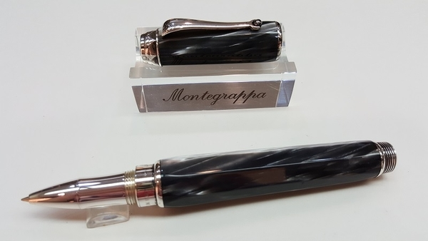 萬特佳Montegrappa-義大利書寫精品第一品牌-鋼珠筆-徽章(黑)