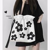 斜挎包 甜酷Girl風 ins韓黑白花朵百搭單肩斜挎包帆布袋書包包女