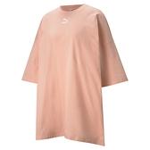 PUMA CLASSICS 女裝 短袖 連身裙 洋裝 純棉 休閒 印花 杏橘 歐規【運動世界】53041526
