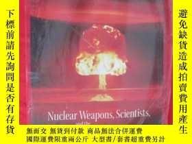 二手書博民逛書店Nuclear罕見Weapons, Scientists, an