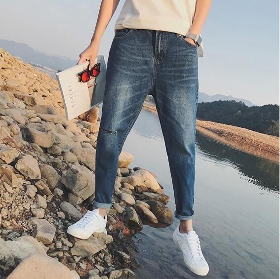 找到自己 時尚 潮 男 膝蓋破洞 後口袋刺繡 九分褲 牛仔褲 休閒褲 小腳褲