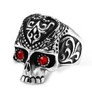 《 QBOX 》FASHION 飾品【R697】精緻個性歐美復古圖紋紅眼骷顱頭鑄造鈦鋼戒指/戒環