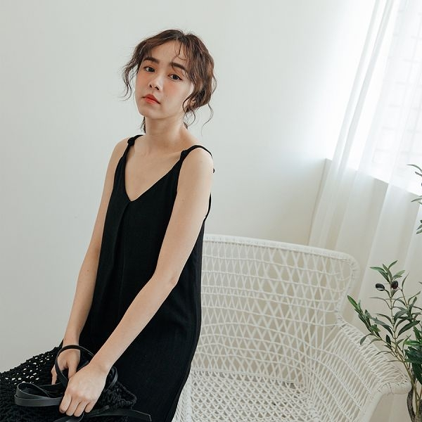 MIUSTAR 肩綁結造型胸壓摺素面洋裝(共3色)【NH1733】預購