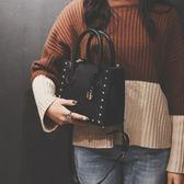 包包女2018新品女包同款小包星星鉚釘鎖頭凱莉包手提包單肩斜背包/側背包【快速出貨】