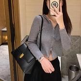 腋下包女法式設計包包復古法棍側背斜背包【小酒窩服飾】