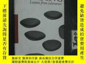 二手書博民逛書店英文原版罕見LEADING lessons from liter