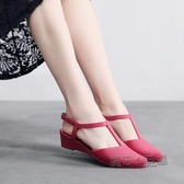 平底涼鞋 夏秋塑膠塑料女韓軟平底中跟坡跟尖頭防水時裝包頭防滑涼鞋單鞋 魔法鞋櫃