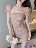 熱賣短袖連身裙 夏季氣質新款法式復古赫本泡泡短袖連身裙高腰碎花短袖方領短裙女 coco