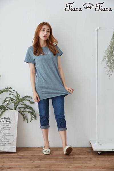 【Tiara Tiara】 中長版英字短袖上衣(深藍/淺藍/灰)
