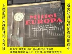 二手書博民逛書店Mittel罕見Europa - Living in Style in Vienna, Prague, Budap